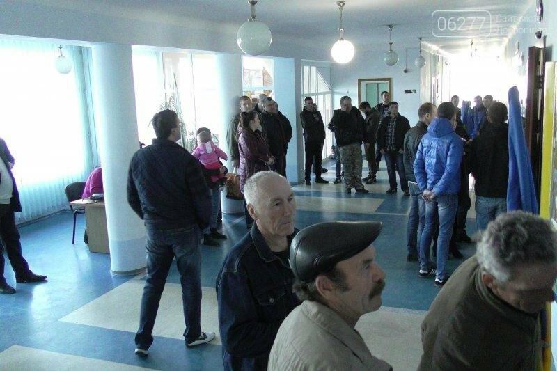 Мэру Доброполья дали неделю на возвращение национальной символики на улицы города , фото-1