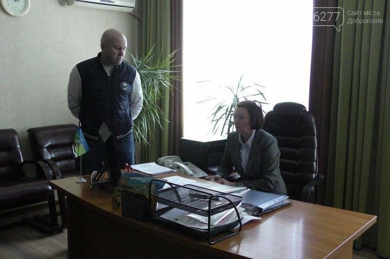 Мэру Доброполья дали неделю на возвращение национальной символики на улицы города , фото-2