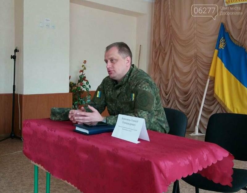 """Главный правоохранитель Доброполья провел """"полицейский урок"""" в школе, фото-1"""