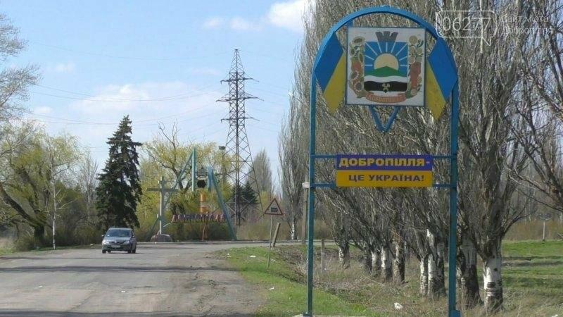 Активисты в Доброполье самостоятельно вернули национальную символику на главные улицы, фото-6