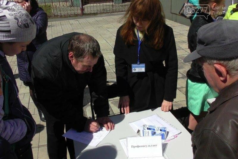 На ярмарке вакансий в Доброполье 55 человек получили направление на работу , фото-6