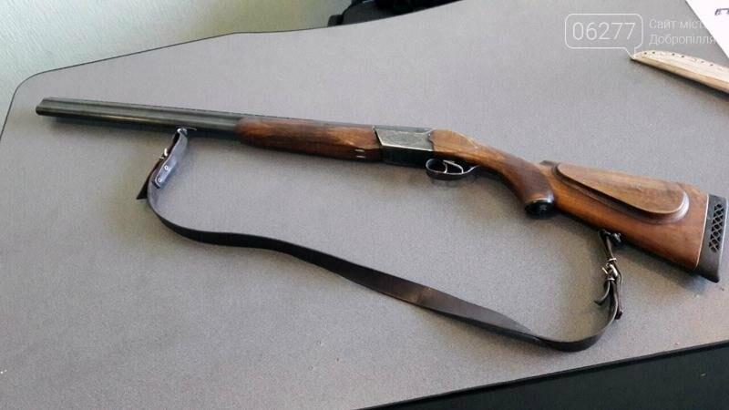 Жительница Доброполья пришла в полицию с ружьем и ножом, фото-2