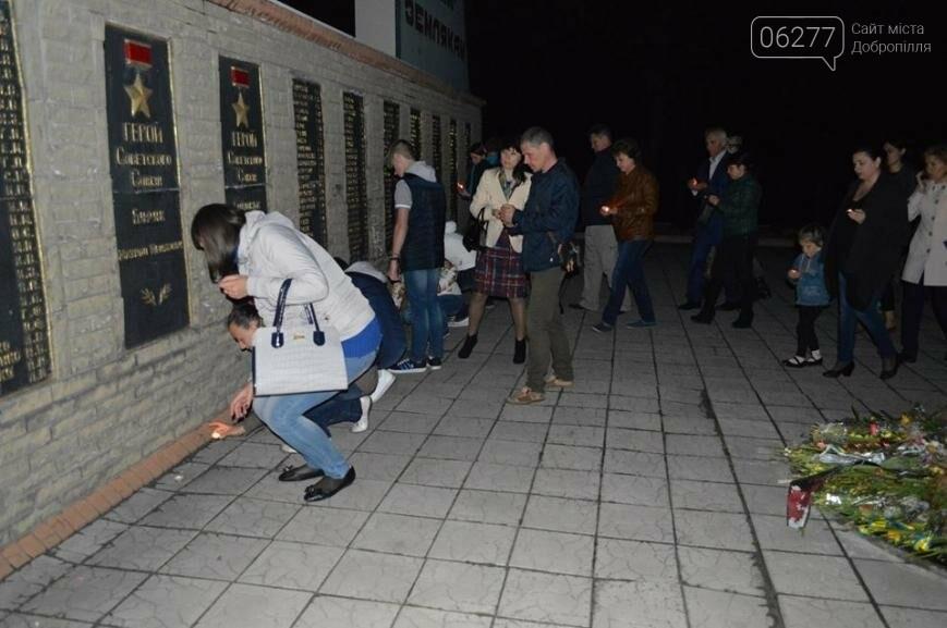 В День памяти и примирения в Доброполье пели, читали стихи и зажигали свечи, фото-1