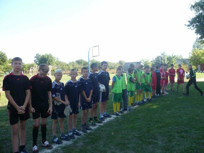 Добропольские футболисты 9 мая отметили победой на турнире, фото-2