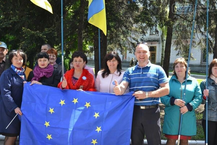 В Доброполье Павел Жебривский вместе с горожанами отпраздновал отмену визового режима с Европой, фото-2