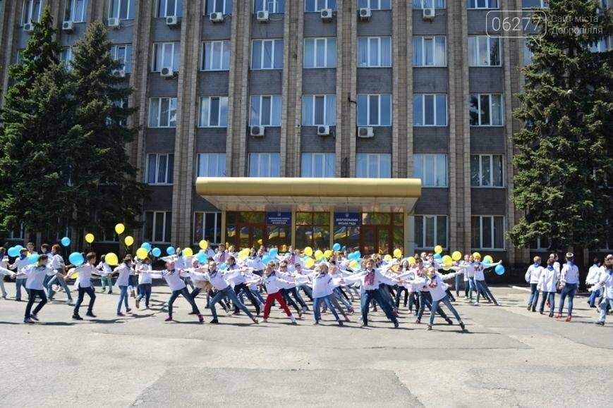 В Доброполье Павел Жебривский вместе с горожанами отпраздновал отмену визового режима с Европой, фото-4