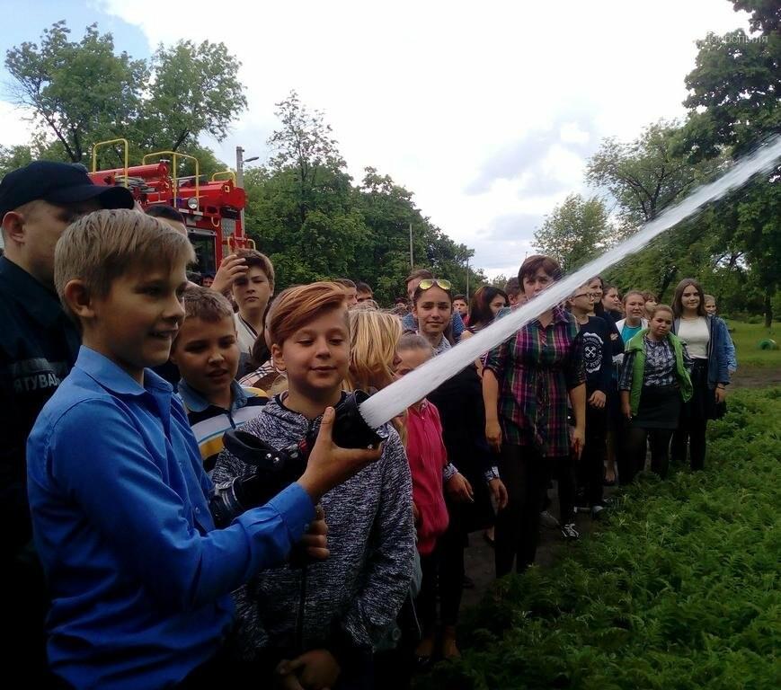 Добропольские спасатели рассказали школьникам о правилах безопасности, фото-1