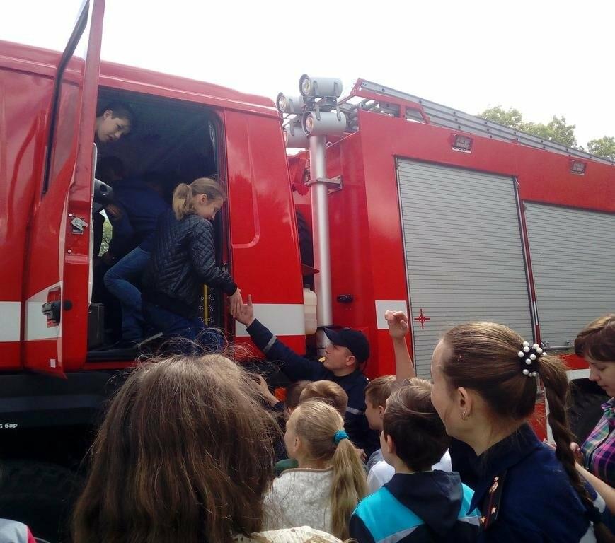 Добропольские спасатели рассказали школьникам о правилах безопасности, фото-4