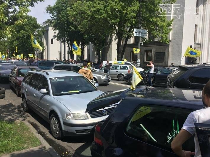 Под Верховной Радой перекрыли движение против ежедневной платы за нерастаможенные автомобили, фото-1
