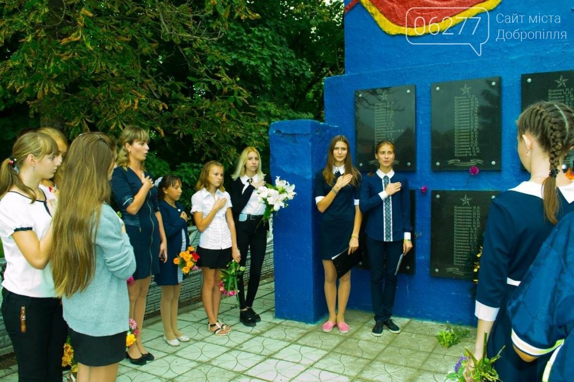 В Золотоколодяцкой школе Добропольского района состоялась выставка цветочных композиций в память о Великой Отечественной войне, фото-2