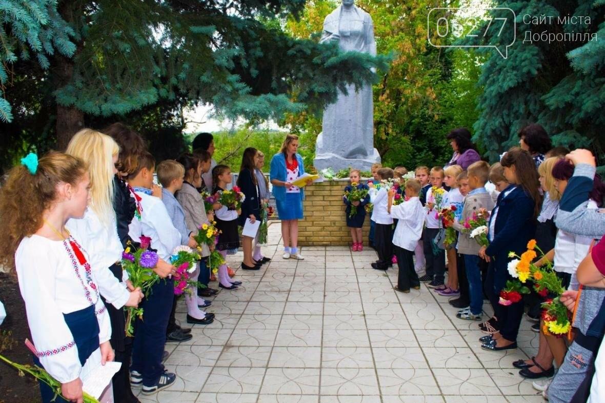 В Золотоколодяцкой школе Добропольского района состоялась выставка цветочных композиций в память о Великой Отечественной войне, фото-3