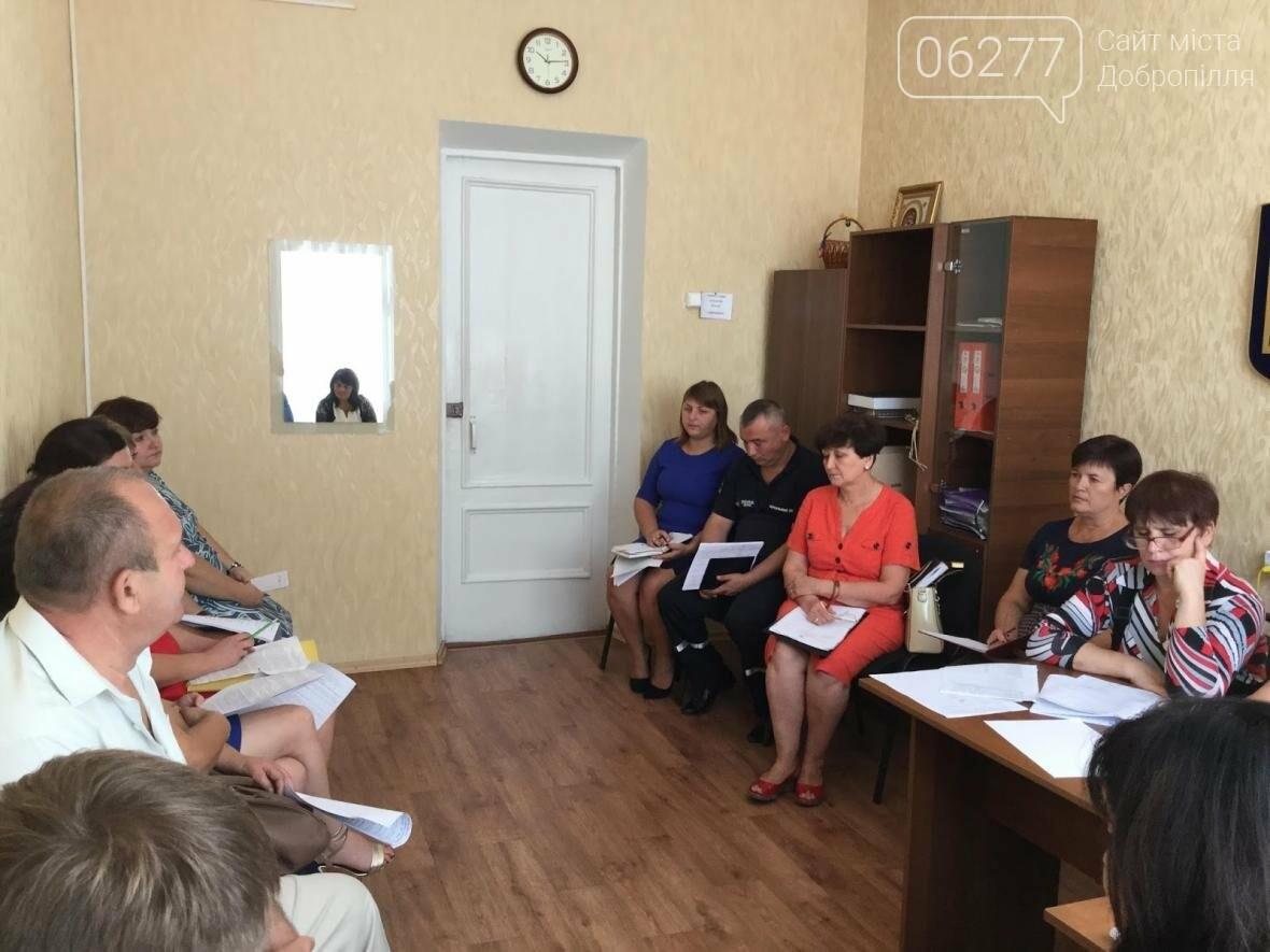 В Доброполье продолжается работа постоянных комиссий районного совета, фото-1
