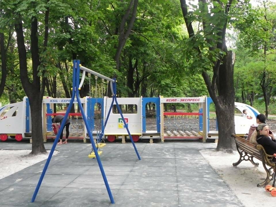 В Доброполье в городском парке  власти обустраивают детскую площадку, фото-1