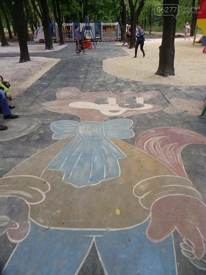 В Доброполье в городском парке  власти обустраивают детскую площадку, фото-2