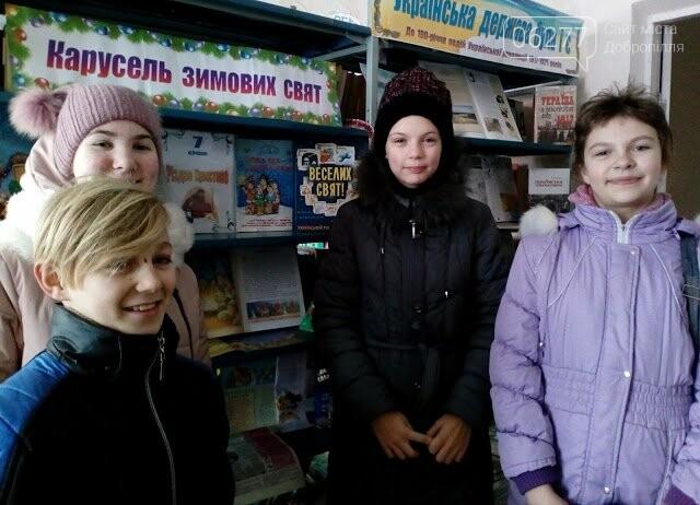 В бібліотеках Добропільського району оформлено книжково-ілюстративну експозицію «Намисто зимових свят», фото-1