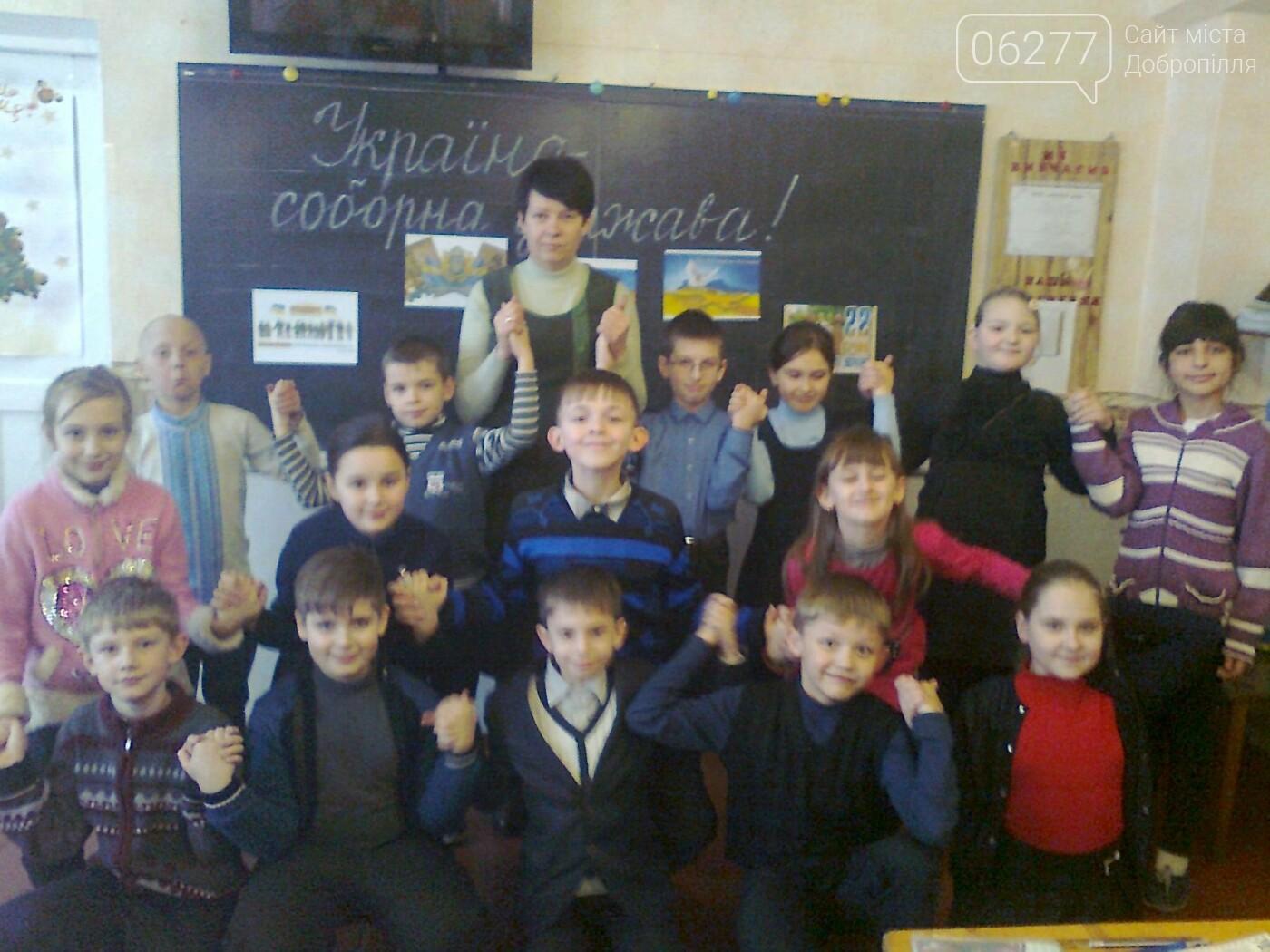 У Добропіллі пройшов флешмоб «Моя держава зростає в любові і єдності», фото-4
