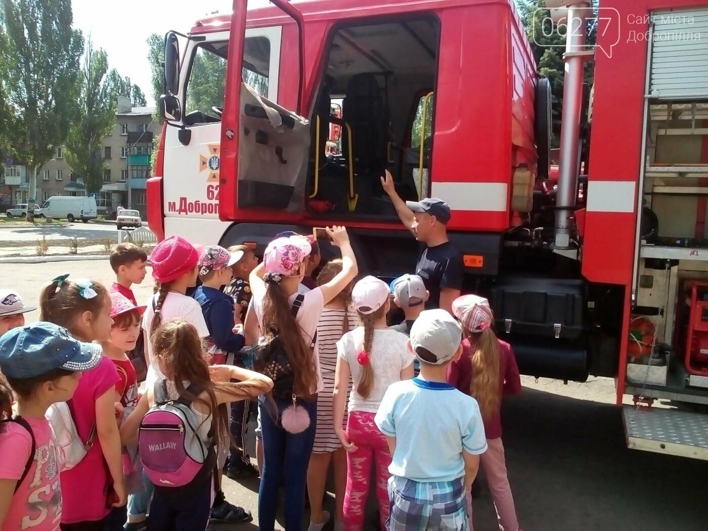У Добропіллі відбулися пізнавальні екскурсії дітей до пожежно-рятувальної частини, фото-1