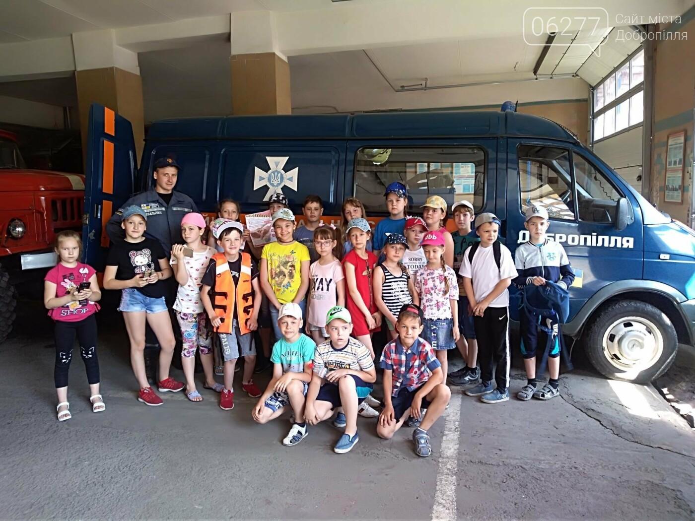 У Добропіллі відбулися пізнавальні екскурсії дітей до пожежно-рятувальної частини, фото-3