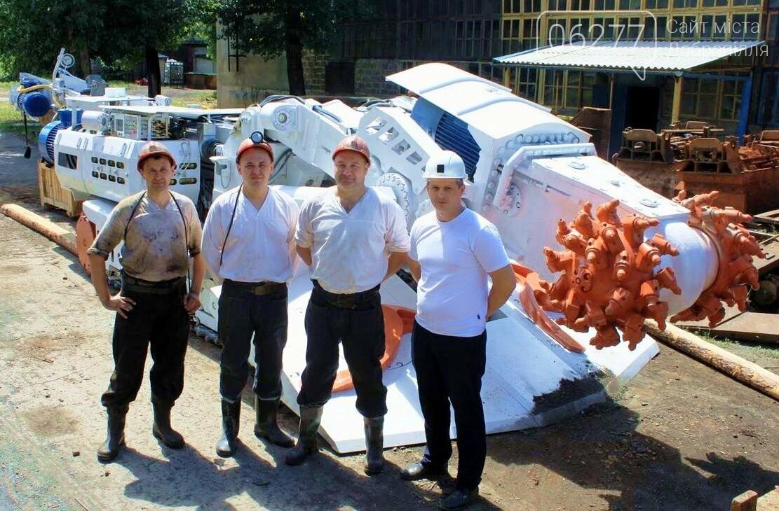 В шахтоуправлении Белозерское новый проходческий комбайн на радиоуправлении, фото-1