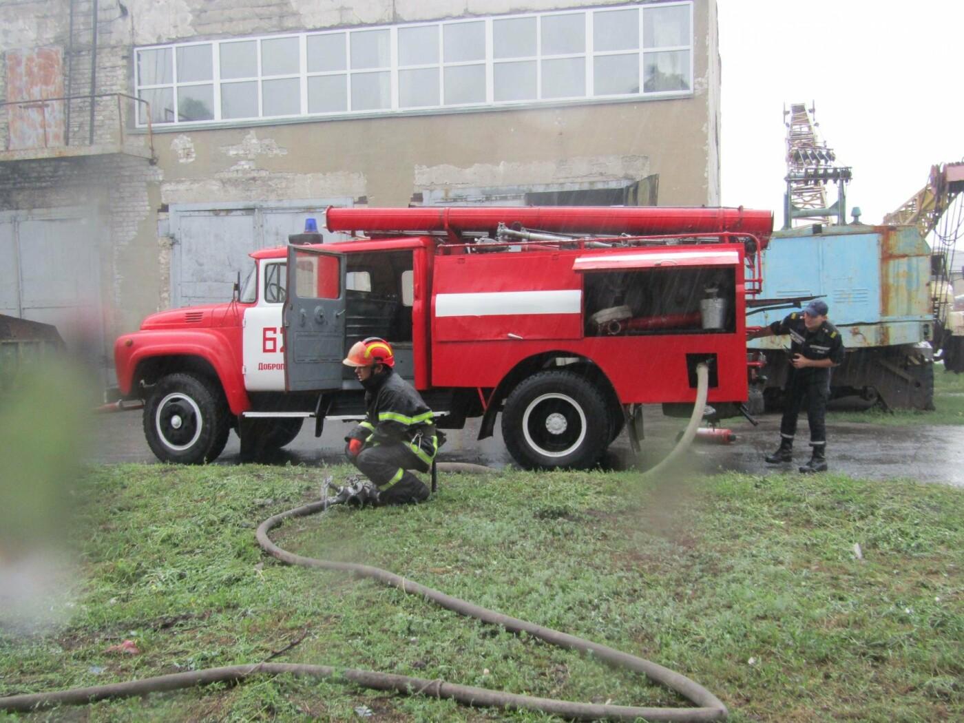 У Добропіллі рятувальники провели тактико-спеціальні навчання з ліквідації умовної пожежі, фото-4