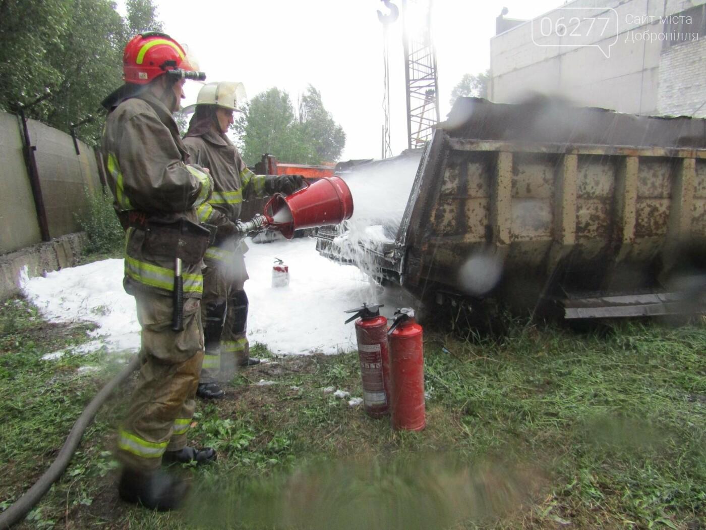 У Добропіллі рятувальники провели тактико-спеціальні навчання з ліквідації умовної пожежі, фото-3