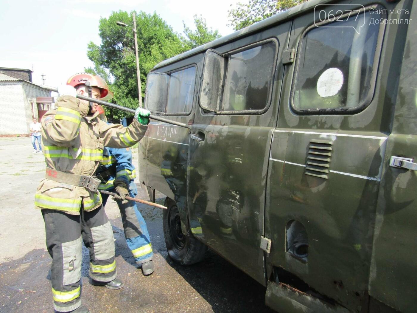 У Добропіллі 14 серпня рятувальники та поліцейські ліквідували наслідки умовної ДТП, фото-3