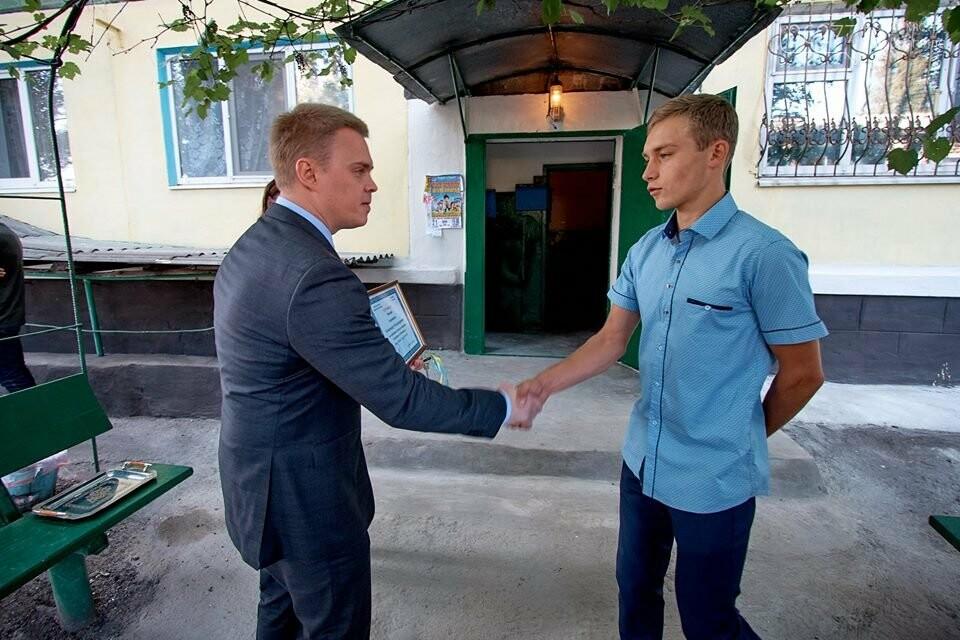 У селищі Білозерське вручили ключі від однокімнатної квартири 18-річному Олександру Андрощенку, фото-3