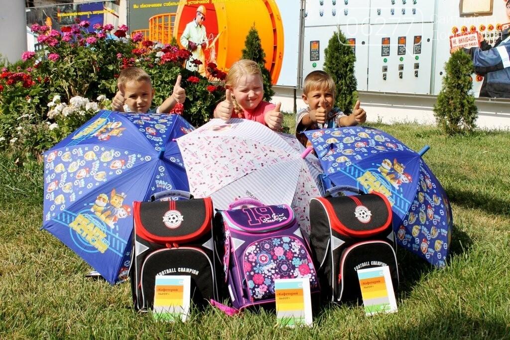 С заботой о детях: школьники ЦОФ Добропольская отправились на занятия с новыми ранцами, фото-3