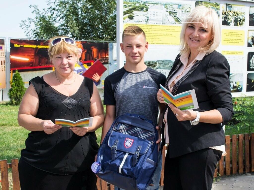 С заботой о детях: школьники ЦОФ Добропольская отправились на занятия с новыми ранцами, фото-2