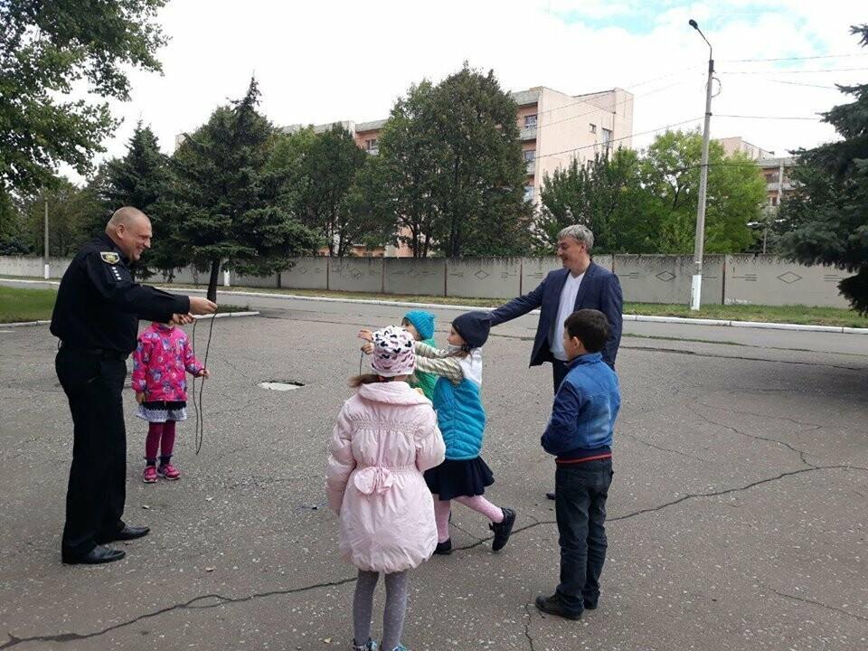 Начальник поліції Добропілля провів «факультатив з поліцейським» для старшокласників ЗОШ №10, фото-5