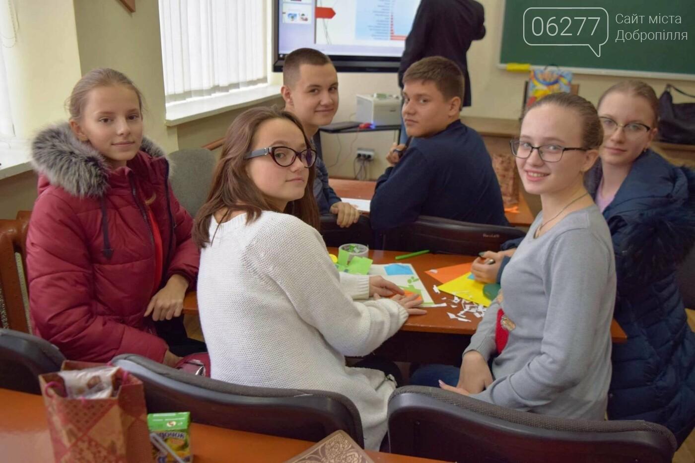 Смастерить солнечную печь и поджарить на ней яичницу научились школьники из Доброполья, фото-3