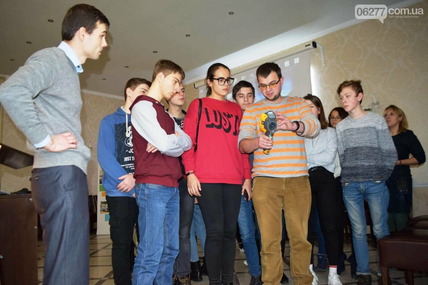Смастерить солнечную печь и поджарить на ней яичницу научились школьники из Доброполья, фото-4