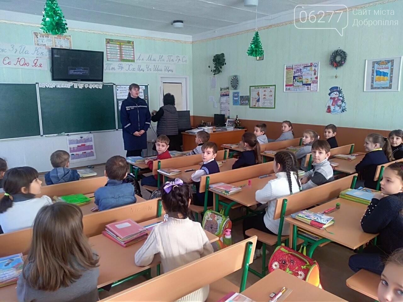 У Добропіллі рятувальники розповіли школярам, як діяти в екстрених ситуаціях, фото-2