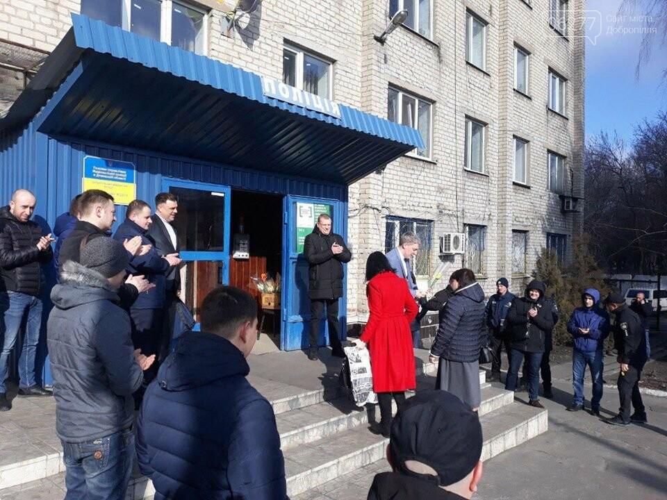 У Добропільському відділенні поліції привітали жінок зі святом весни, фото-4
