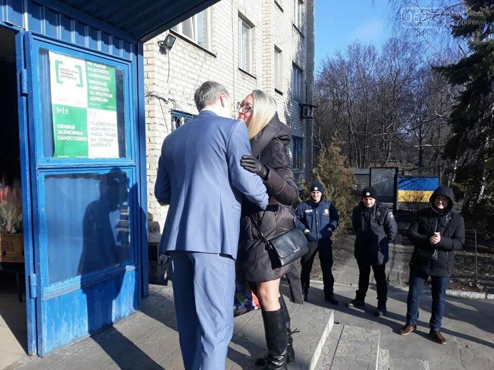 У Добропільському відділенні поліції привітали жінок зі святом весни, фото-5