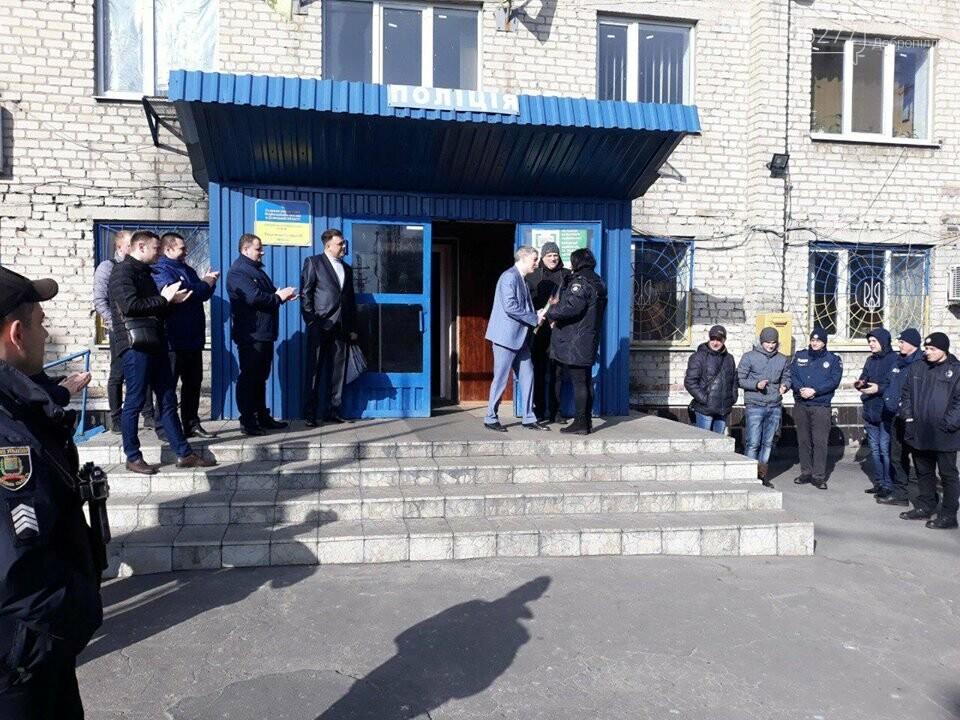 У Добропільському відділенні поліції привітали жінок зі святом весни, фото-6