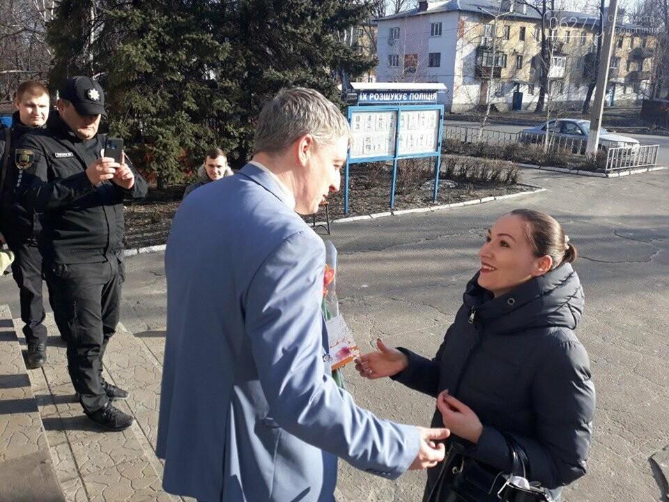 У Добропільському відділенні поліції привітали жінок зі святом весни, фото-7