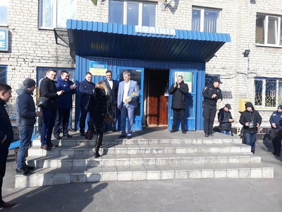 У Добропільському відділенні поліції привітали жінок зі святом весни, фото-2