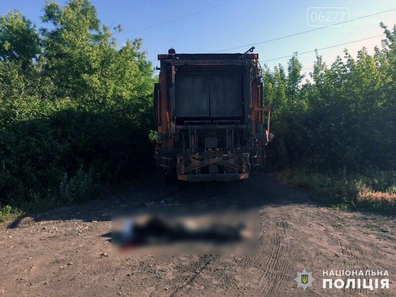 В Доброполье под колесами грузовика погиб молодой человек, фото-1