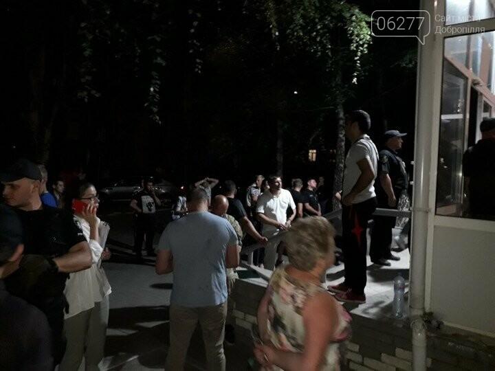 """В Покровске к зданию ОИК №50 принесли гроб с надписью """"Смерть фальсификации"""", фото-8"""