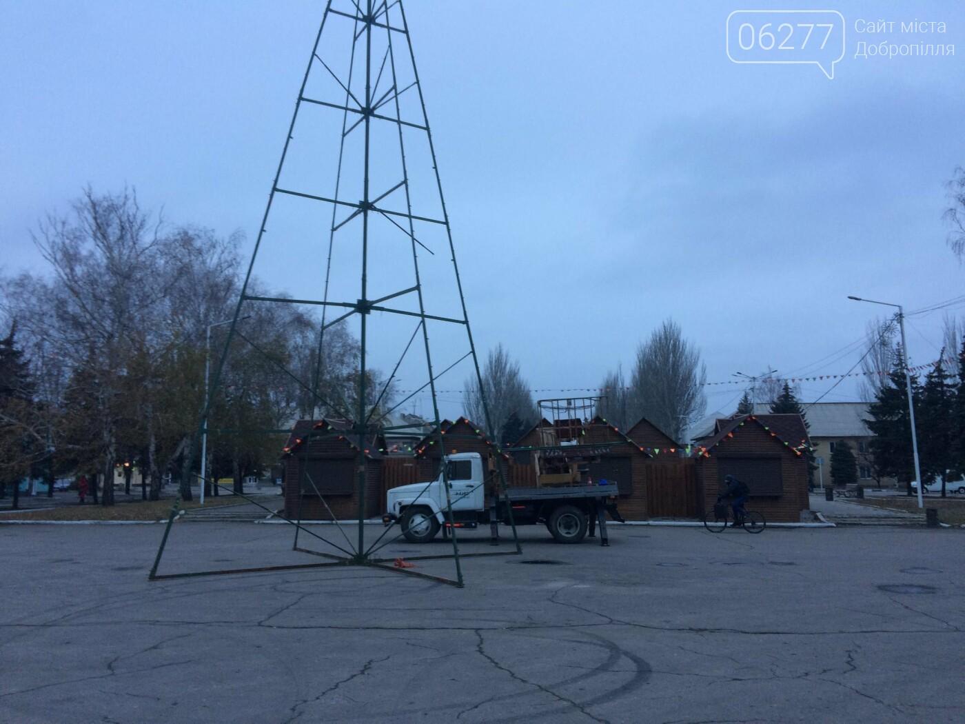 В Доброполье устанавливают новогоднюю ёлку, фото-1